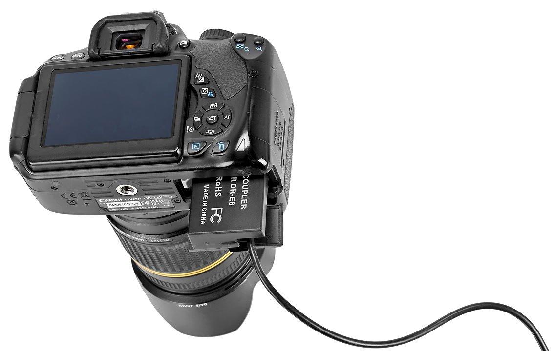 Canon 650D mit Akkudummy.