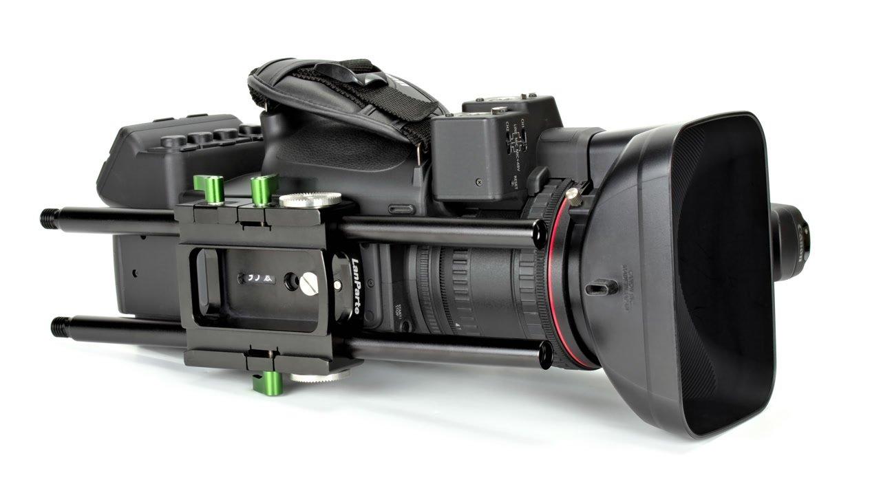 DB-15 Baseplate montiert unter einer Canon XF305.