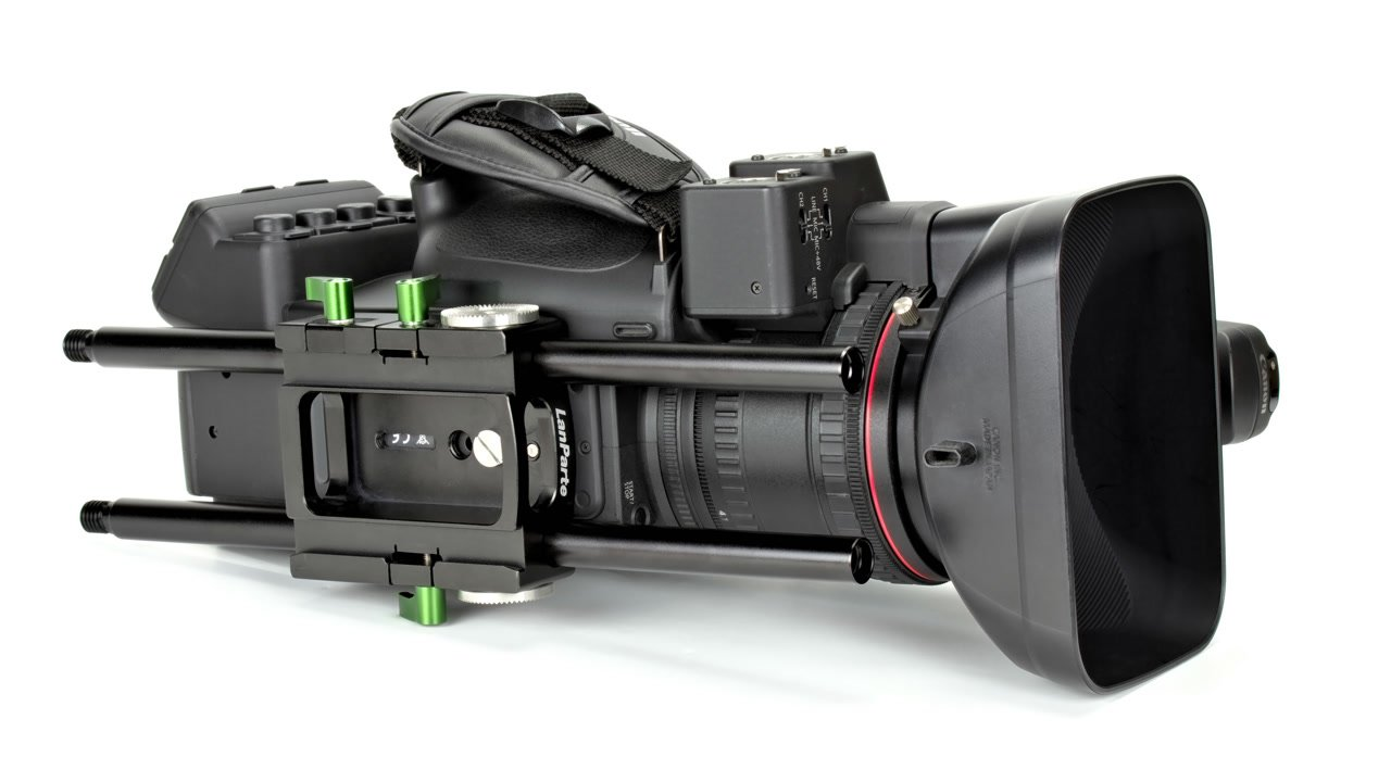 Canon XF-305 mit DB-15 Dovetail Baseplate.